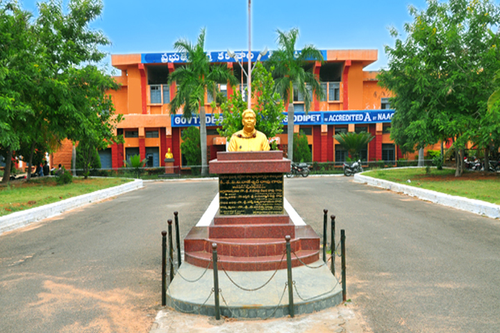https://cache.careers360.mobi/media/colleges/social-media/media-gallery/13294/2019/4/24/Campus View of Government Degree College Siddipet_Campus-View.jpg