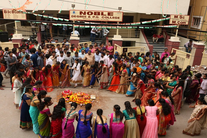 https://cache.careers360.mobi/media/colleges/social-media/media-gallery/13300/2019/4/3/Traditional-Events Bathukamma of Noble Degree and PG College Hyderabad_Events.jpg