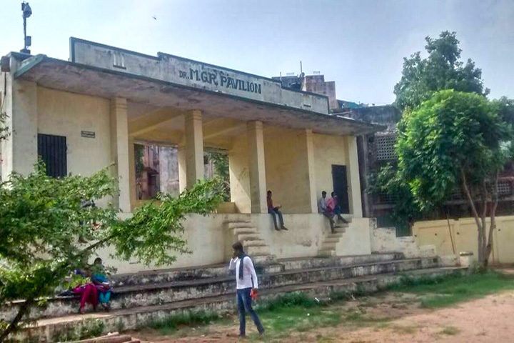 https://cache.careers360.mobi/media/colleges/social-media/media-gallery/13341/2016/7/18/Sir-Theagaraya-College-Chennai-(15).jpg