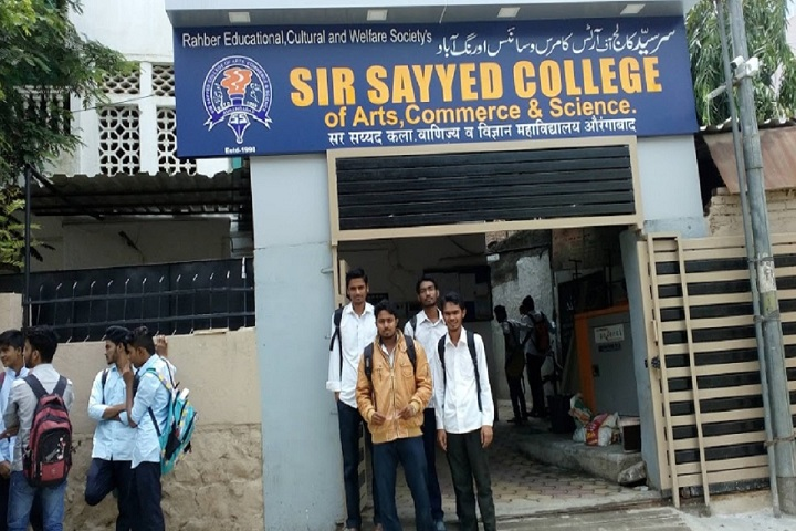 https://cache.careers360.mobi/media/colleges/social-media/media-gallery/13421/2019/2/21/Main Entrance view of Sir Sayyed College of Arts Commerce and Science Aurangabad_Campus-View.jpg
