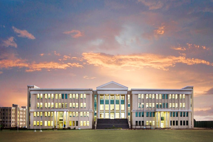 https://cache.careers360.mobi/media/colleges/social-media/media-gallery/1353/2019/7/4/Campus View of Amity University Raipur_Campus-View.jpg