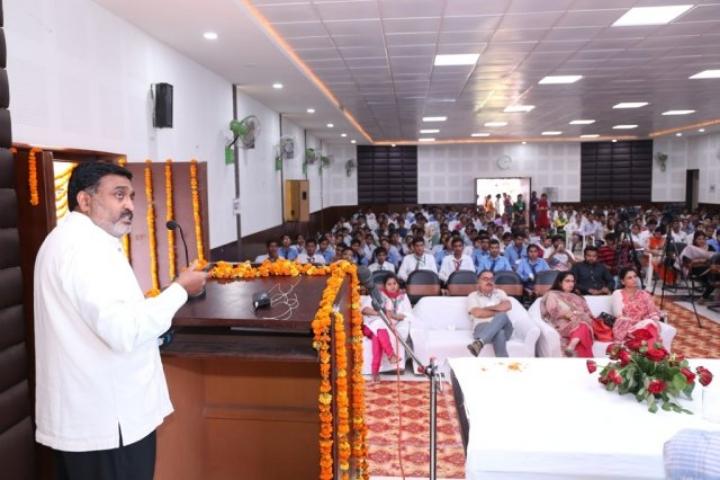https://cache.careers360.mobi/media/colleges/social-media/media-gallery/1357/2017/7/3/Ch-Bansi-Lal-University-Bhiwani12.jpg