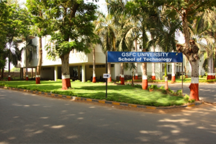 https://cache.careers360.mobi/media/colleges/social-media/media-gallery/1360/2019/7/3/Campus-View of SFC University Vadodara_Campus-View.jpg