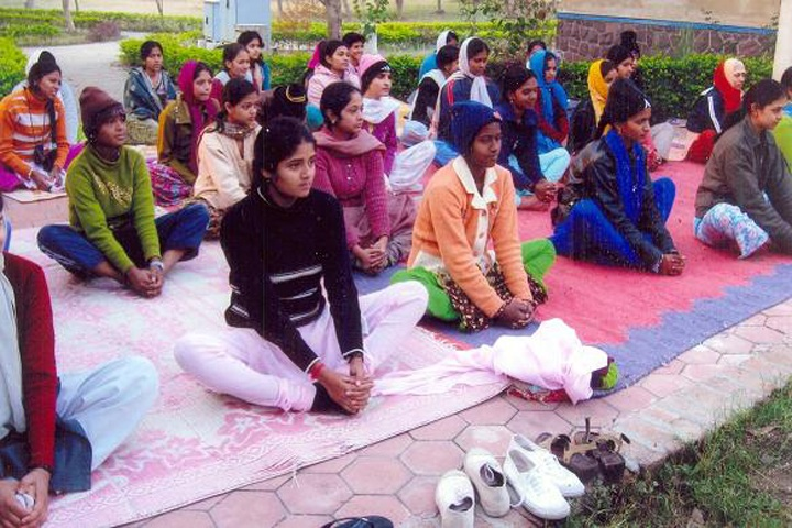 https://cache.careers360.mobi/media/colleges/social-media/media-gallery/13600/2018/12/15/Yoga session of Government Geetanjali Girls Post Graduate Autonomous College Bhopal_Others.jpg
