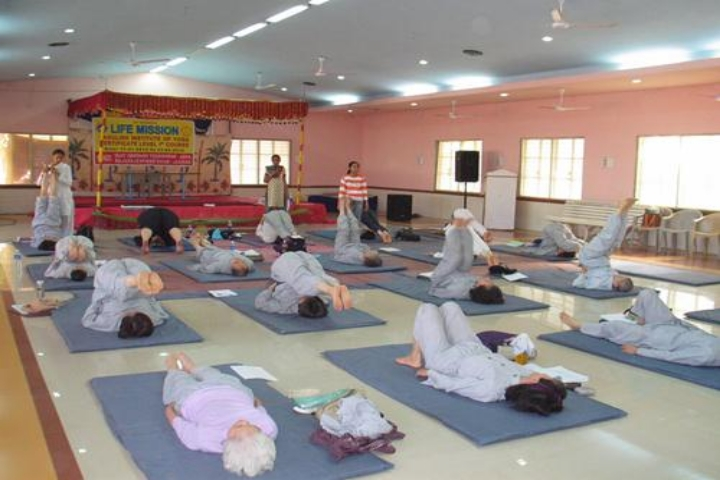 https://cache.careers360.mobi/media/colleges/social-media/media-gallery/1370/2017/7/1/Lakulish-Yoga-University-Ahmedabad7.JPG