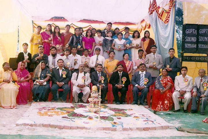 https://cache.careers360.mobi/media/colleges/social-media/media-gallery/13761/2019/3/28/Group photo of Shri DP Verma Memorial Degree College Sitapur_Others.jpg
