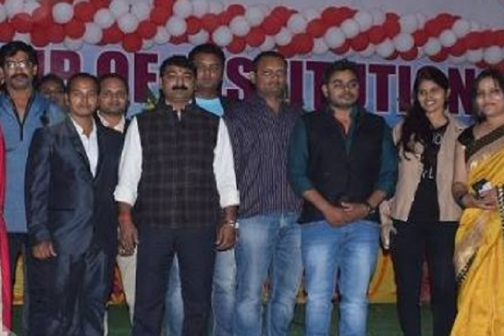 https://cache.careers360.mobi/media/colleges/social-media/media-gallery/13775/2018/12/5/Group picture of G Singh Law College Allahabad_Others.JPG