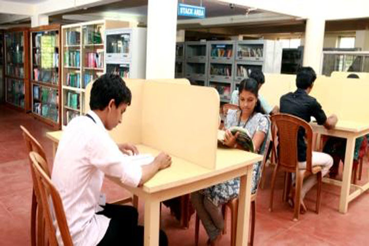 https://cache.careers360.mobi/media/colleges/social-media/media-gallery/13911/2018/8/28/MES-Keveeyam-College_Library.jpg