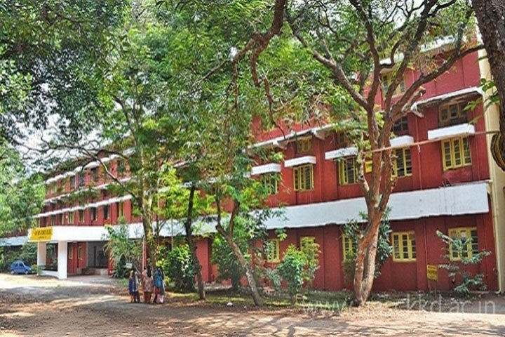 https://cache.careers360.mobi/media/colleges/social-media/media-gallery/13915/2020/1/18/Campus View of Government Arts and Science College Kozhikode_Campus-View.png