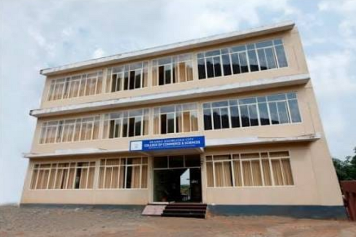 https://cache.careers360.mobi/media/colleges/social-media/media-gallery/13930/2018/12/9/College Building View of EKC of Commerce and Sciences Malappuram_Campus-View.png