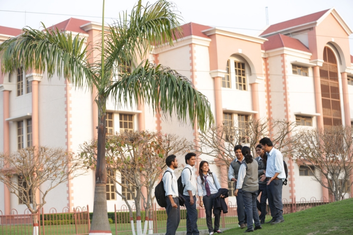 https://cache.careers360.mobi/media/colleges/social-media/media-gallery/1401/2020/11/13/Campus Building of  Uttaranchal University Dehradun_Campus-View.jpg