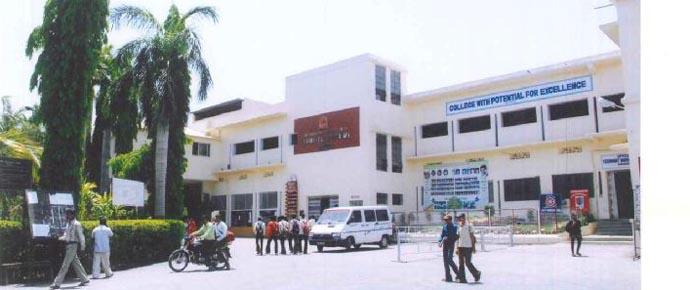 https://cache.careers360.mobi/media/colleges/social-media/media-gallery/14076/2018/8/24/Yeshwant-Mahavidyalaya-Nanded_Campus-View.jpg