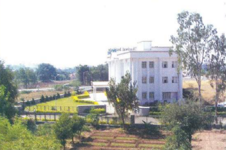 https://cache.careers360.mobi/media/colleges/social-media/media-gallery/14082/2018/12/19/Campus View of Chandmal Tarachand Bora College Shirur_Campus-View.png