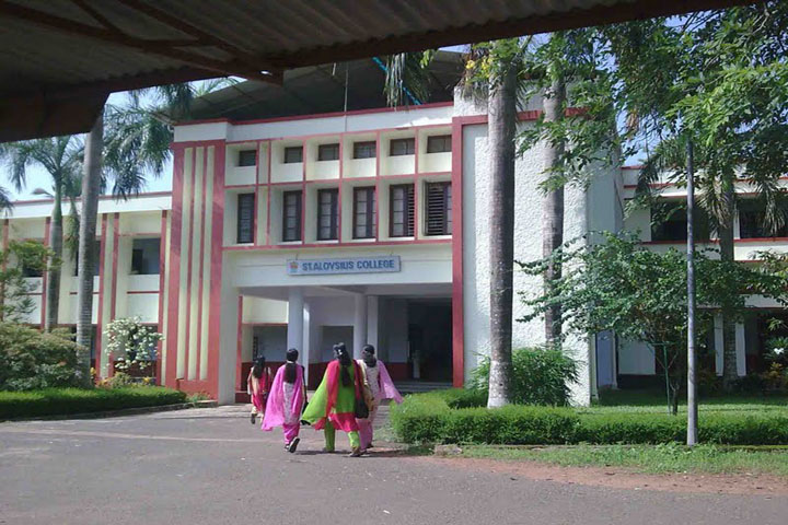 https://cache.careers360.mobi/media/colleges/social-media/media-gallery/14095/2018/12/15/College front View of St Aloysius College Thrissur_Campus-View.jpg