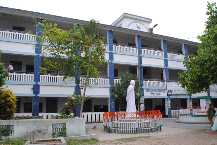 https://cache.careers360.mobi/media/colleges/social-media/media-gallery/14104/2019/1/4/Campus View of Karimpur Pannadevi College Nadia_Campus-View.png