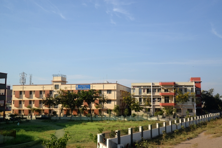 https://cache.careers360.mobi/media/colleges/social-media/media-gallery/14155/2018/9/15/Campus View of AJMVP New Arts Commerce and Science College Ahmednagar_Campus-View.jpg