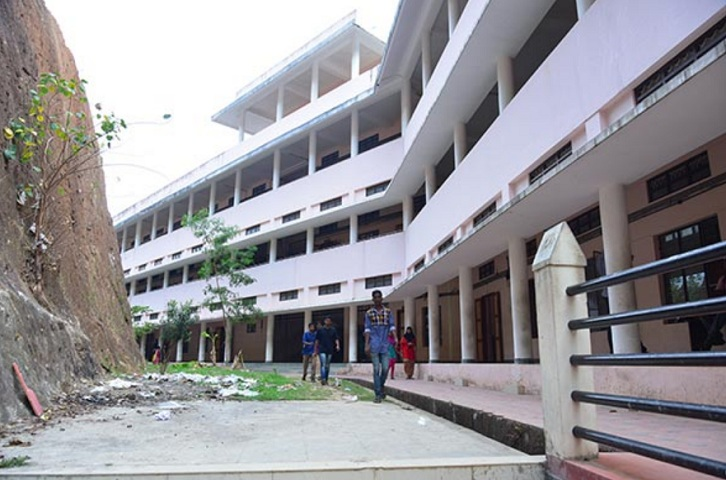 https://cache.careers360.mobi/media/colleges/social-media/media-gallery/14229/2021/3/15/Campus View of Government College Nedumangad_Campus-View.jpg