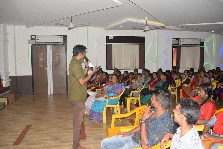 https://cache.careers360.mobi/media/colleges/social-media/media-gallery/14278/2018/12/20/Seminar room of Sree Narayana College Cherthala_Others.jpg