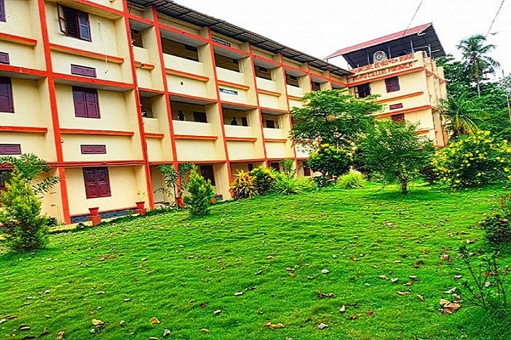 https://cache.careers360.mobi/media/colleges/social-media/media-gallery/14338/2018/9/18/Campus View side view of DB Pampa College Pathanamthitta_Campus-View.jpg