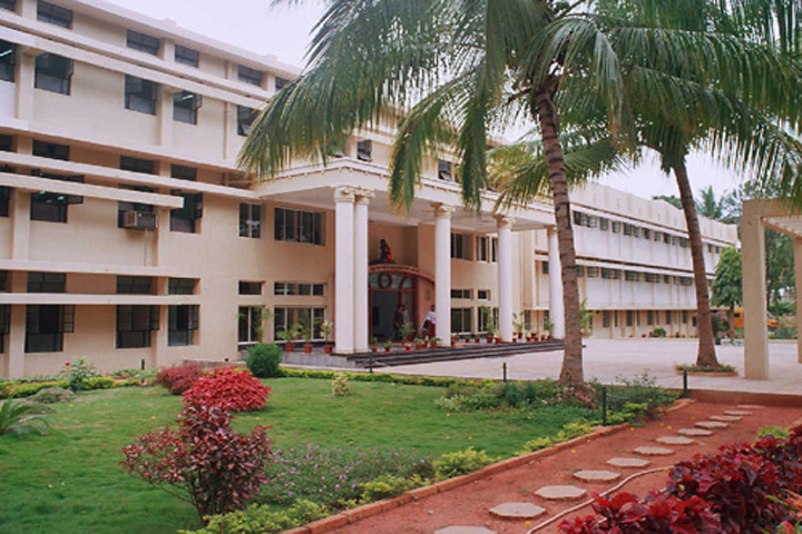 https://cache.careers360.mobi/media/colleges/social-media/media-gallery/14359/2018/12/18/Campus View of Vasavi Educational Trust First Grade College Bangalore_Campus-View.jpg