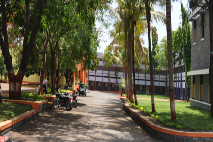 https://cache.careers360.mobi/media/colleges/social-media/media-gallery/14364/2018/10/31/Campus View of Shankarrao Mohite Mahavidyalaya Akluj_Campus-View.png