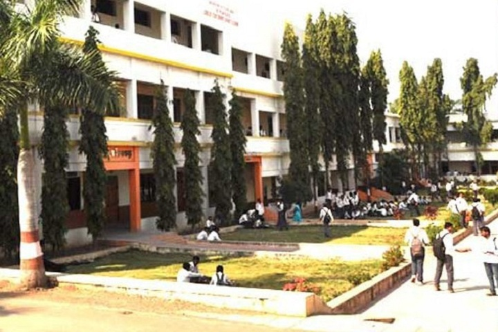 https://cache.careers360.mobi/media/colleges/social-media/media-gallery/14371/2018/10/14/Campusview of Karmaveer Bhaurao Patil Mahavidyalaya Pandharpur_Campus-View.jpg