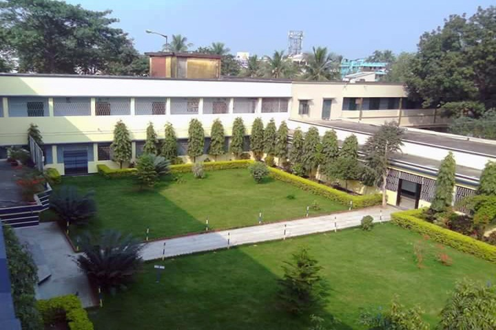 https://cache.careers360.mobi/media/colleges/social-media/media-gallery/14393/2020/1/17/College Building View of Malda College Malda_Campus-View.jpg