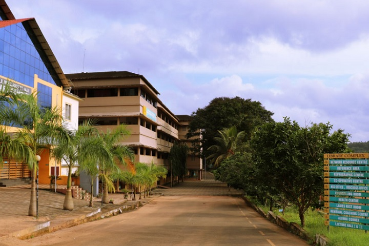https://cache.careers360.mobi/media/colleges/social-media/media-gallery/14421/2020/3/9/College View of Muhammed Abdurahiman Memorial Orphanage College Mukkam_Campus-view.jpg