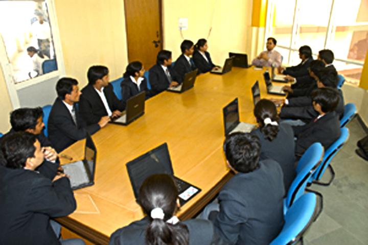https://cache.careers360.mobi/media/colleges/social-media/media-gallery/1443/2017/1/6/KNS-World-Management-College-Gurgaon-(19).jpg