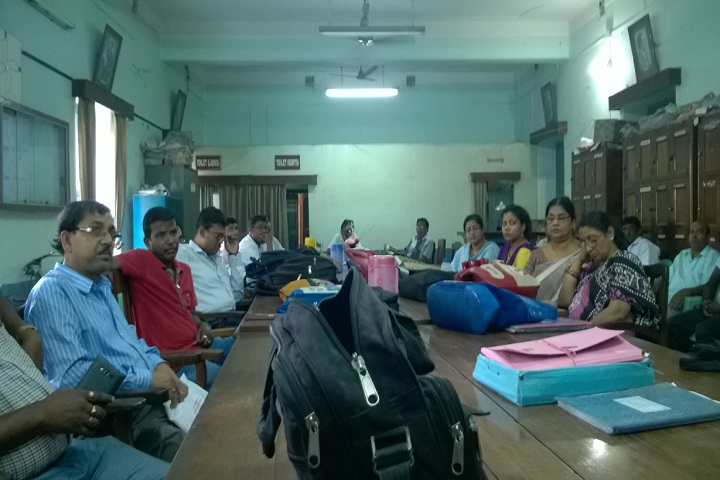 https://cache.careers360.mobi/media/colleges/social-media/media-gallery/14471/2020/3/3/Staff room of Kalna College Burdwan_others.jpg