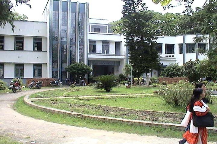 https://cache.careers360.mobi/media/colleges/social-media/media-gallery/14517/2019/3/6/Campus view of Berhampore Girls College Murshidabad_Campus-view.jpg