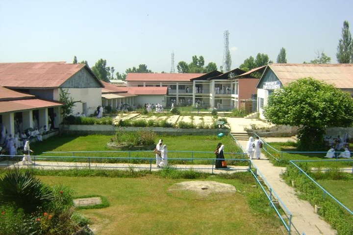 https://cache.careers360.mobi/media/colleges/social-media/media-gallery/14565/2019/4/22/Campus View of Government Degree College for Women Anantnag_Campus-View.jpg