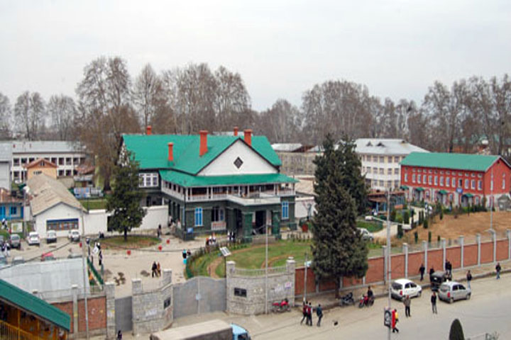 https://cache.careers360.mobi/media/colleges/social-media/media-gallery/14576/2017/1/4/Government-College-for-Women-Srinagar-(4).jpg