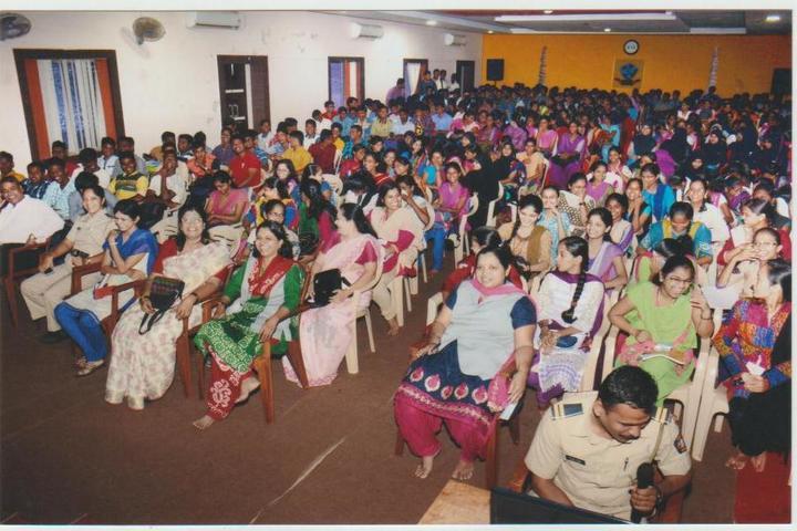 https://cache.careers360.mobi/media/colleges/social-media/media-gallery/14689/2016/11/23/RGCCSSGWCA-Sindhudurg-6.jpg