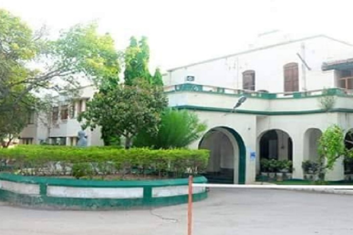 https://cache.careers360.mobi/media/colleges/social-media/media-gallery/14714/2020/3/2/campus view of KVR Government College for Women Kurnool_Campus-View.jpg