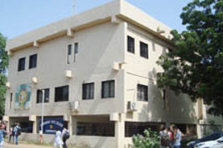 https://cache.careers360.mobi/media/colleges/social-media/media-gallery/14736/2020/2/10/Campus view of Government Arts Colleg  Gandhinagar_Campus View.jpg