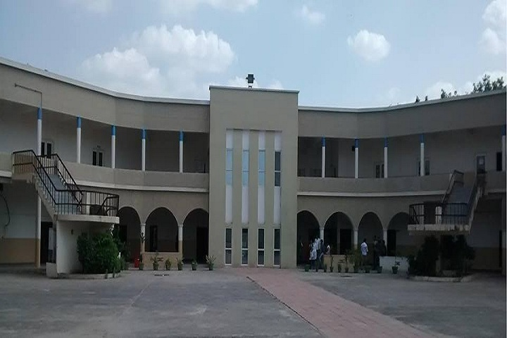 https://cache.careers360.mobi/media/colleges/social-media/media-gallery/14820/2019/1/6/Campus View Of University Institute of Law and Management Studies Gurgaon_Campus-View.jpg