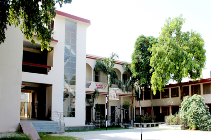 https://cache.careers360.mobi/media/colleges/social-media/media-gallery/14836/2019/2/23/Campus View of DAV College of Education Abohar_Campus-View.jpg