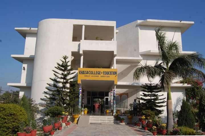 https://cache.careers360.mobi/media/colleges/social-media/media-gallery/14864/2019/3/7/Campus View of Khalsa College of Education Ranjit Avenue Amritsar_Campus-View.jpg
