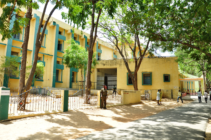 https://cache.careers360.mobi/media/colleges/social-media/media-gallery/14872/2019/1/4/College Building of PVKN Government College Chittor_Campus-View.png