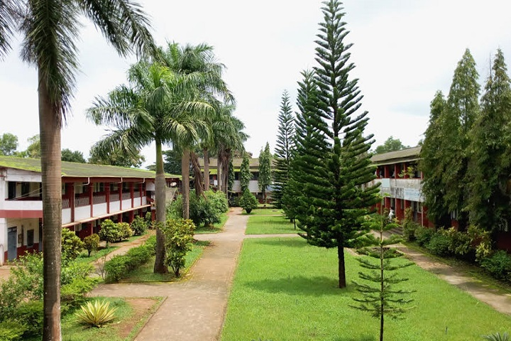 https://cache.careers360.mobi/media/colleges/social-media/media-gallery/14941/2018/12/5/Campus view of Tunga Mahavidyalaya Shimoga_Campus-view.jpg