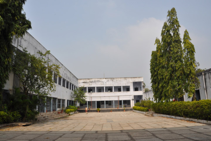 https://cache.careers360.mobi/media/colleges/social-media/media-gallery/14991/2018/11/9/Campus View of AVV Degree and PG College Warangal_Campus-View.jpg