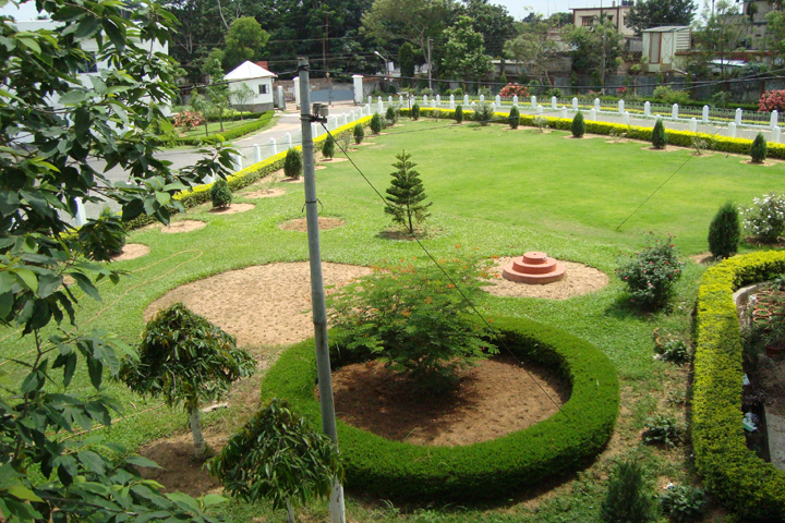 https://cache.careers360.mobi/media/colleges/social-media/media-gallery/14995/2018/10/10/College Garden View of Ramthakur College Agartala_Campus-View.jpg