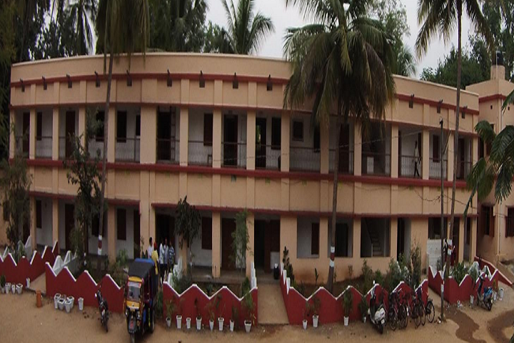 https://cache.careers360.mobi/media/colleges/social-media/media-gallery/15102/2018/11/13/Campus View of Savitri Womens College Bhanjanagar_Campus-View.png