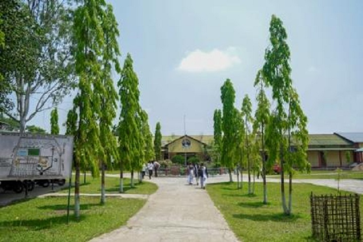https://cache.careers360.mobi/media/colleges/social-media/media-gallery/15224/2018/12/19/Campus view of Chandra Kamal Bezbaruah College Jorhat_Campus-view.jpg