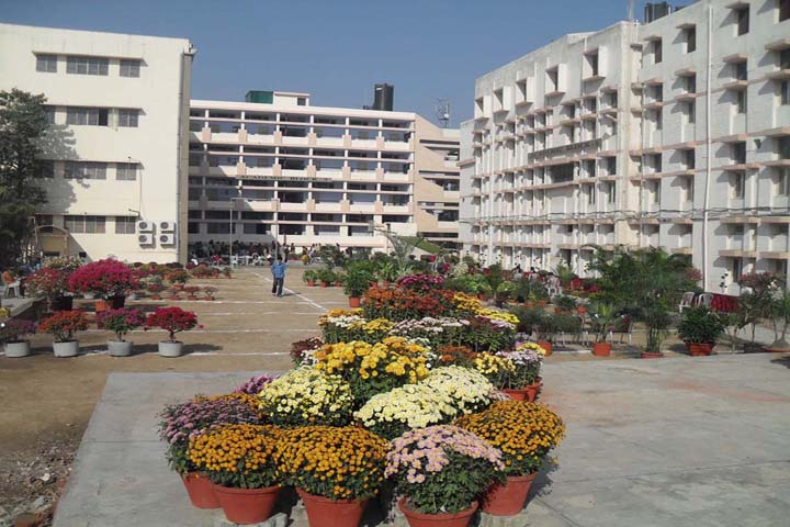 https://cache.careers360.mobi/media/colleges/social-media/media-gallery/15256/2018/12/14/College View of DAV College for Girls Yamunanagar_Campus-View.JPG