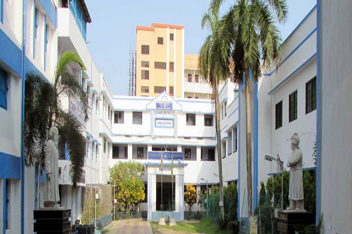 https://cache.careers360.mobi/media/colleges/social-media/media-gallery/15281/2019/3/22/Campus view of Mahishadal Raj College Purba Medinipur_Campus-view.png