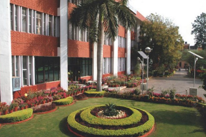 https://cache.careers360.mobi/media/colleges/social-media/media-gallery/1530/2020/9/29/Campus View of Regional Institute of Co Operative Management Chandigarh_Campus-View.jpg