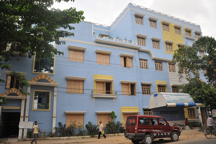 https://cache.careers360.mobi/media/colleges/social-media/media-gallery/15326/2019/4/18/College Building View of Dum Dum Motijheel Rabindra Mahavidyalaya Kolkata_Campus-View.jpg