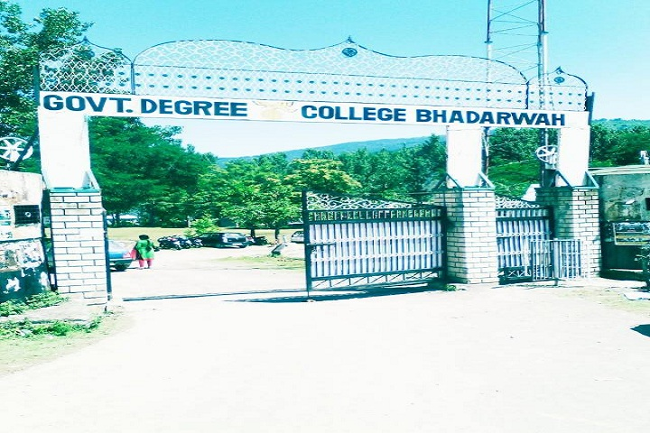 https://cache.careers360.mobi/media/colleges/social-media/media-gallery/15383/2019/2/20/Entrance of Government Degree College Bhaderwah_Campus-view.jpg